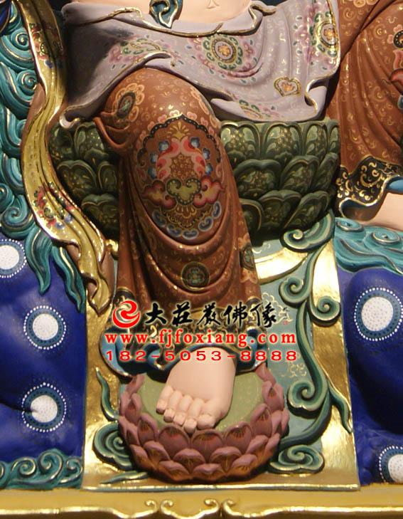 彩绘描金文殊菩萨骑青狮