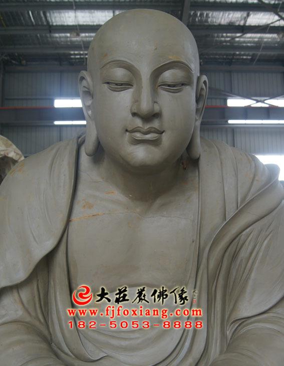 静坐罗汉泥塑像