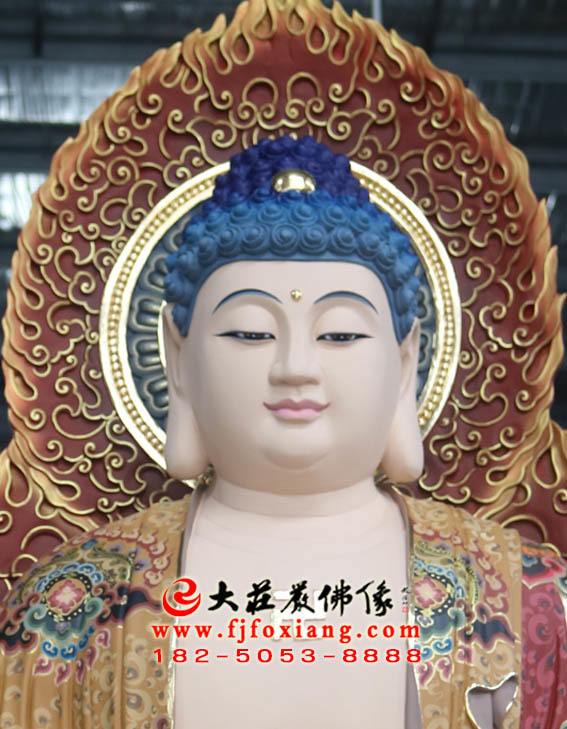 西方三圣之阿弥陀佛塑像特写