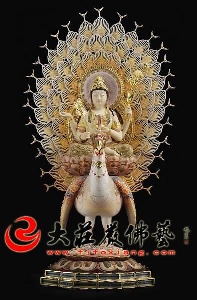 铜雕孔雀明王