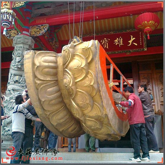 铜佛像(铜雕)移进寺内-莲花台
