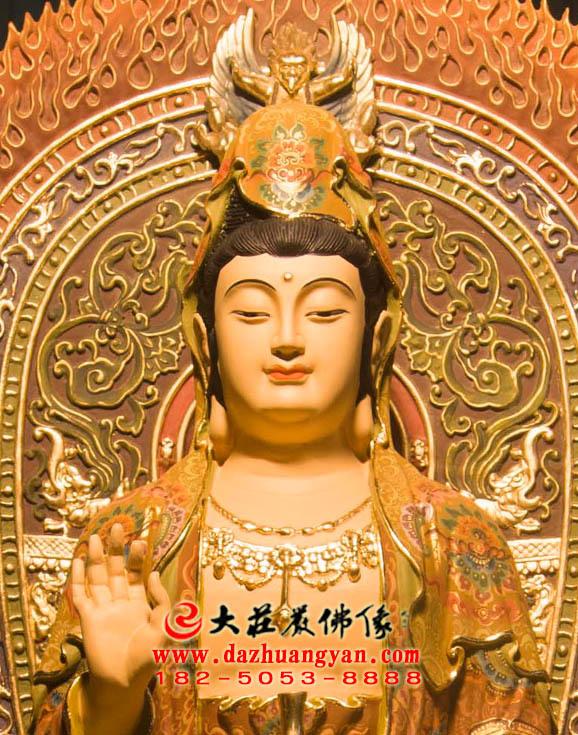 观世音菩萨铜雕彩绘佛像特写
