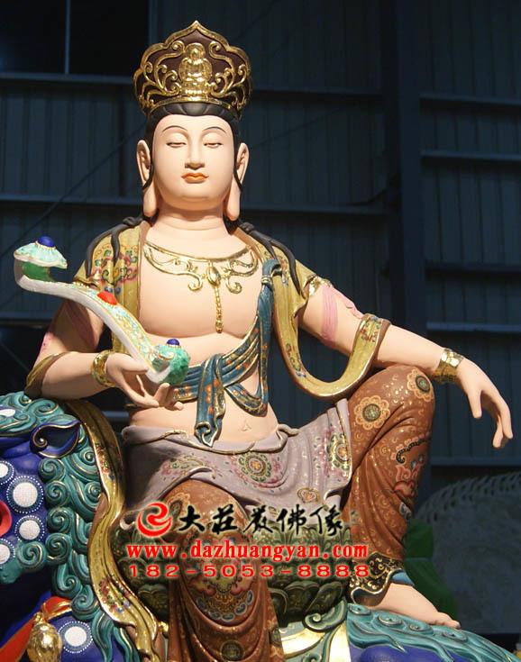 文殊菩萨彩绘佛像正面近照