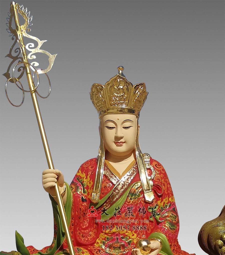 铜雕地藏菩萨正面近照彩绘佛像