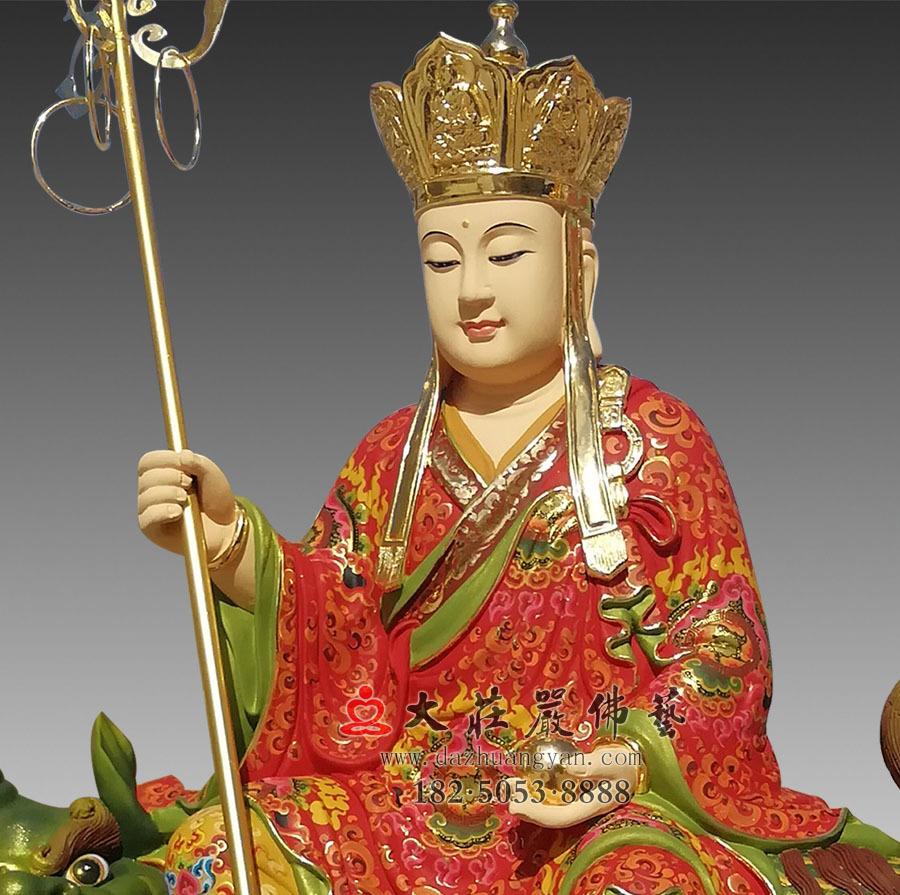彩绘描金地藏菩萨侧面近照