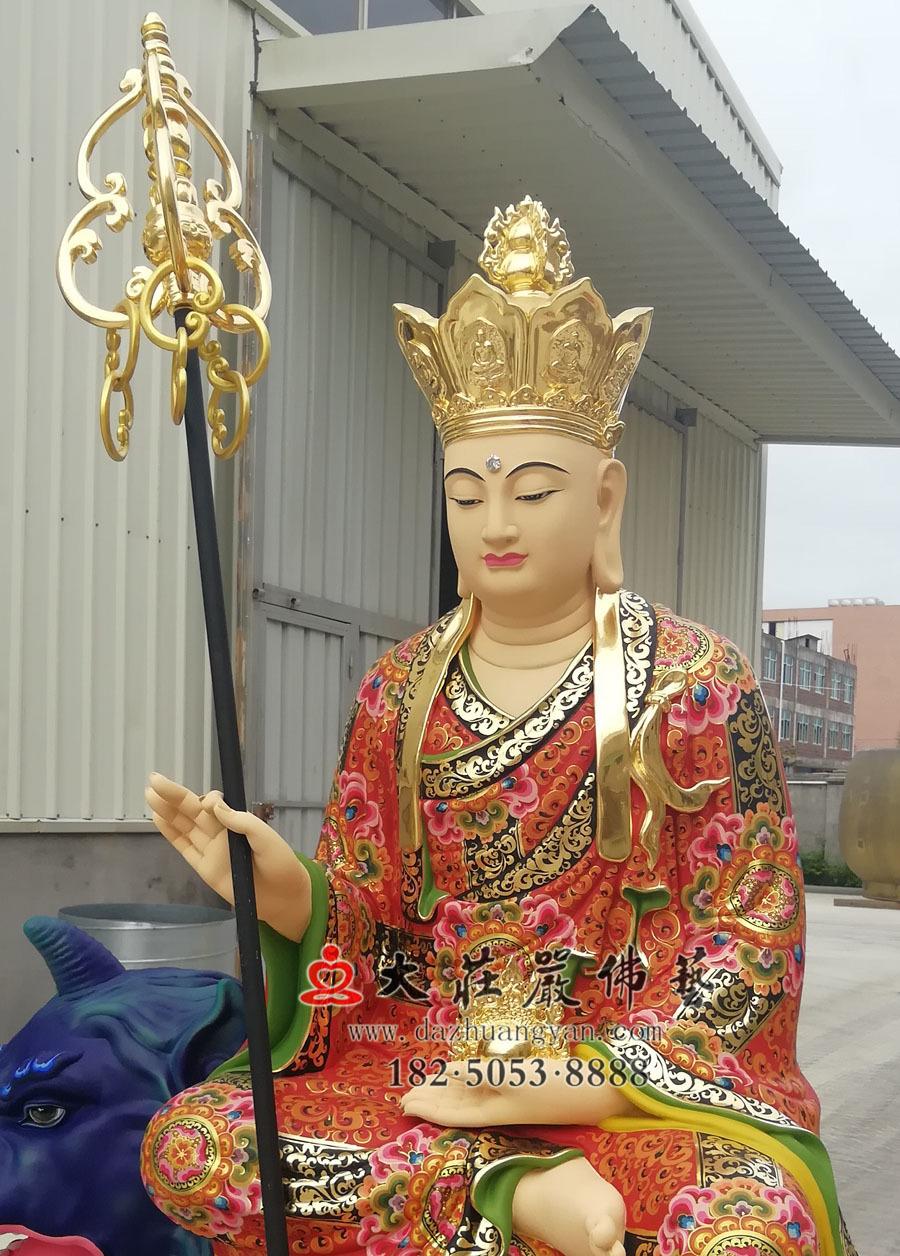 铜雕地藏菩萨侧面近照彩绘像