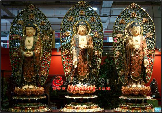 三宝佛彩绘塑像