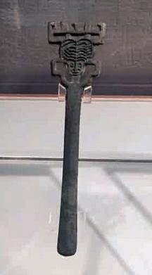 山西商朝鸟形发饰青铜器之人首笄形器