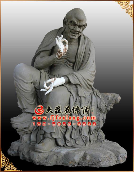 托塔罗汉泥塑像