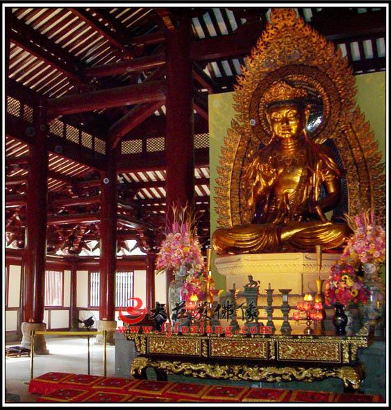 广州光孝寺菩萨铜雕贴金像