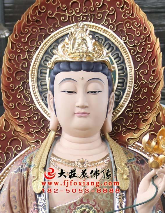 西方三圣之大势至菩萨彩绘塑像特写