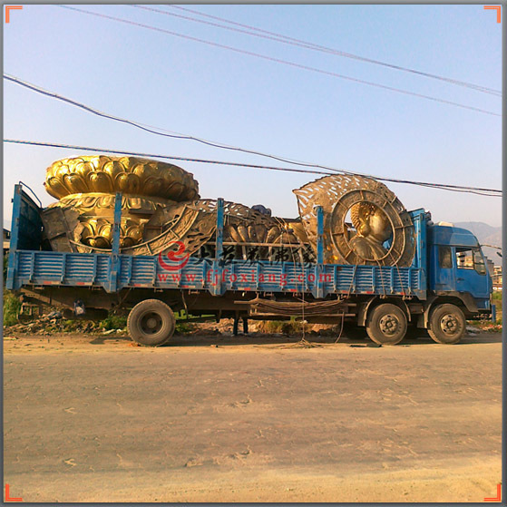铜释迦佛-装车