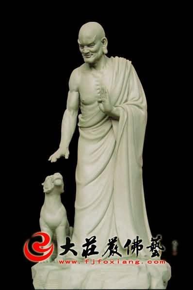 十八罗汉之伏虎罗汉彩绘塑像