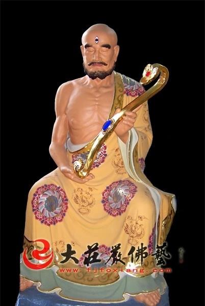 十八罗汉之那迦犀那尊者彩绘塑像