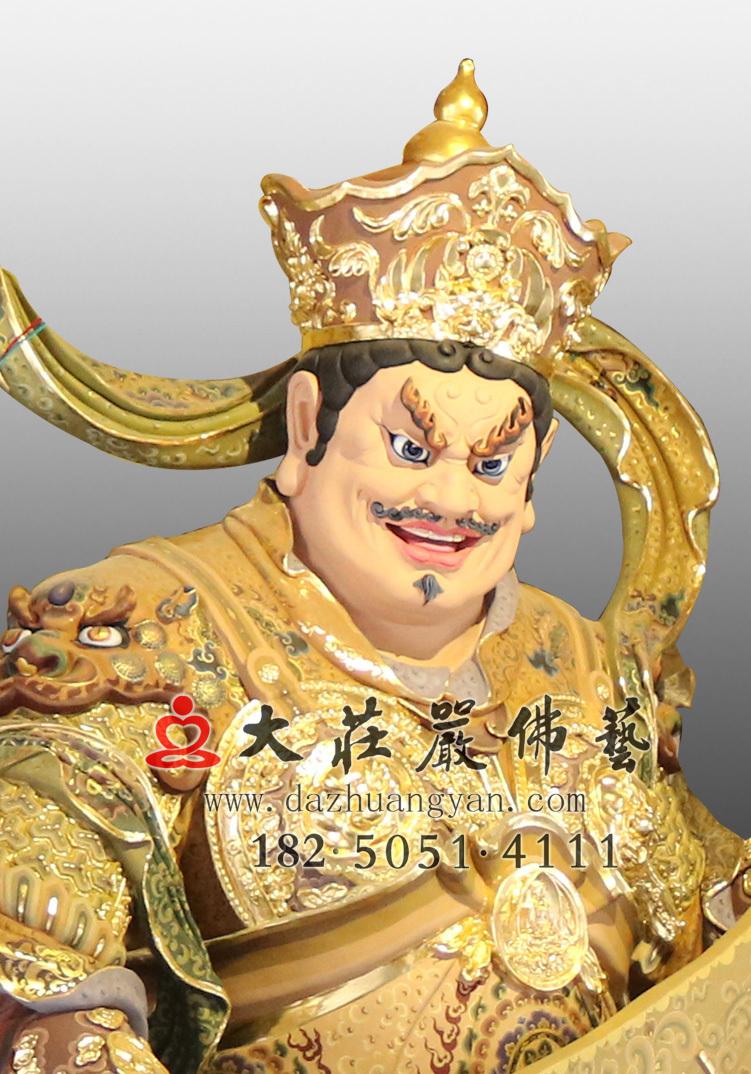 铜雕彩绘持国天王近照