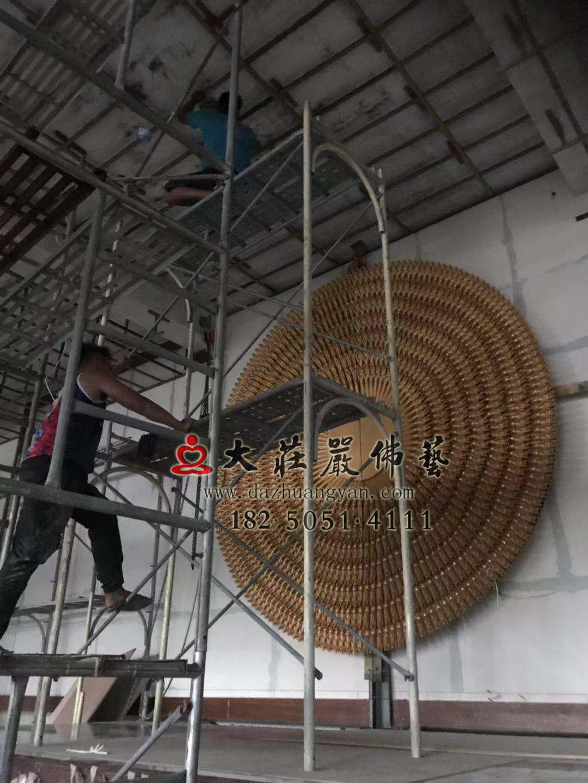 澎湖马公市潮音寺铜雕千手观音千手背光上台吊装到位